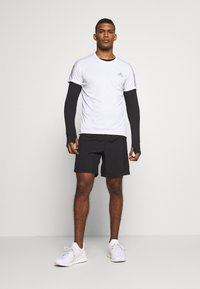 adidas Performance - RESPONSE RUNNING SHORT SLEEVE TEE - T-shirt med print - white - 1