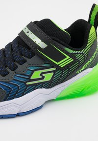 Skechers - THERMOFLUX 2.0 - Tenisky - black/blue/lime/charcoal - 5