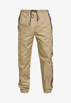 CLASSIC TRACK PANT SIDE TAPES - Pantaloni - sand