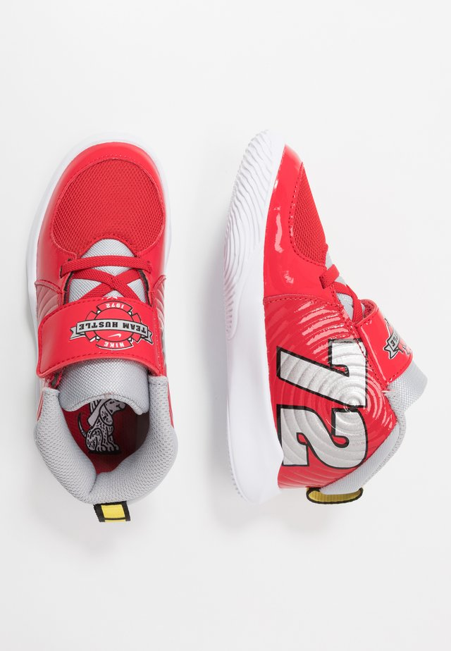 TEAM HUSTLE D 9 - Basketball shoes - university red/metallic silver/wolf grey/white