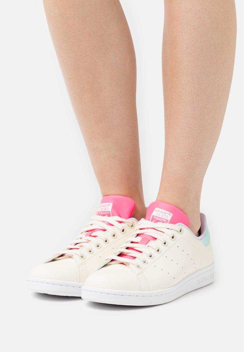 adidas Originals - STAN SMITH  - Zapatillas - cream white/clear mint