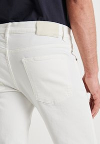J.LINDEBERG - JAY SOLID - Jeans slim fit - cloud white - 5