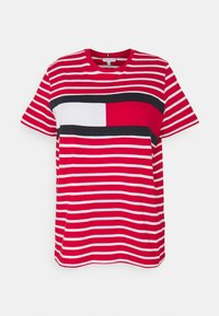 Tommy Hilfiger Curve - TEE REGULAR FIT FLAG - Print T-shirt - classic brenton / primary red - 5