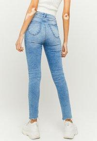 TALLY WEiJL - HIGH WAIST PUSH UP SKINNY JEANS - Jeans Skinny Fit - blu - 2