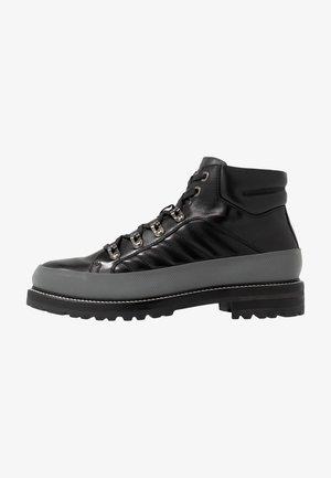NEW LECH - Šněrovací kotníkové boty - black/silver