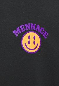 Mennace - UNISEX MENNACE TWISTED  - T-shirt con stampa - black - 2