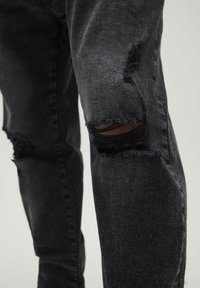 PULL&BEAR - Jeans Tapered Fit - black - 5
