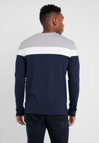 Pier One - Langærmede T-shirts - grey/dark blue - 2