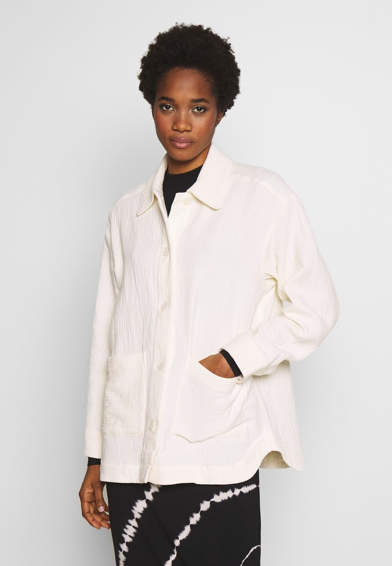 Weekday - CRYSTAL INDOOR JACKET - Summer jacket - off white