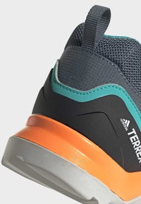 adidas Performance - TERREX SWIFT R2 HIKING SHOES - Hiking shoes - green - 9