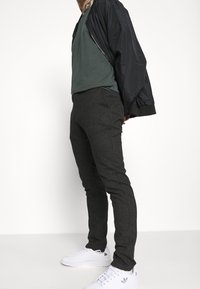 Cotton On - Chinos - charcoal prince of wales - 3