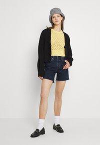 Levi's® - 501® MID THIGH SHORT - Denim shorts - salsa center - 1