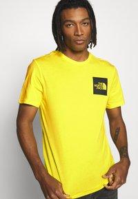 The North Face - FINE TEE - Print T-shirt - tnf lemon - 3