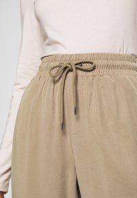 Lounge Nine - ARABELLA PANTS - Trousers - silver mink - 5