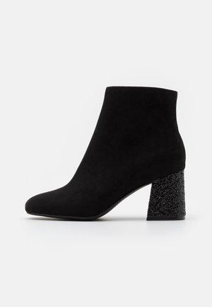 BASIC PERFORMER GLITZ - Boots à talons - black/glitter
