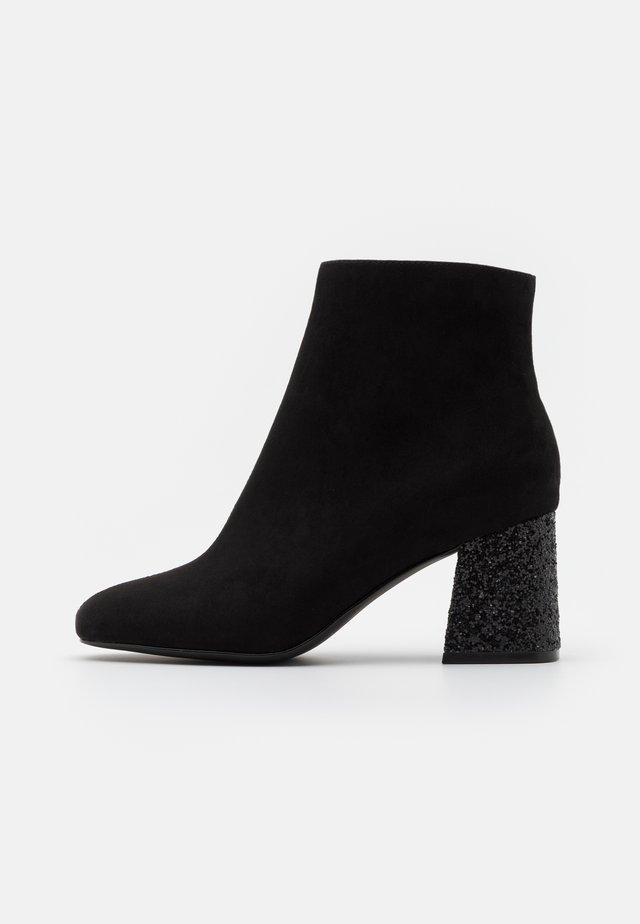 BASIC PERFORMER GLITZ - Ankle boot - black/glitter
