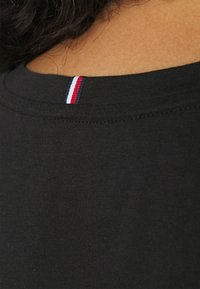 Tommy Hilfiger Curve - NEW CREW NECK TEE - Basic T-shirt - black - 3