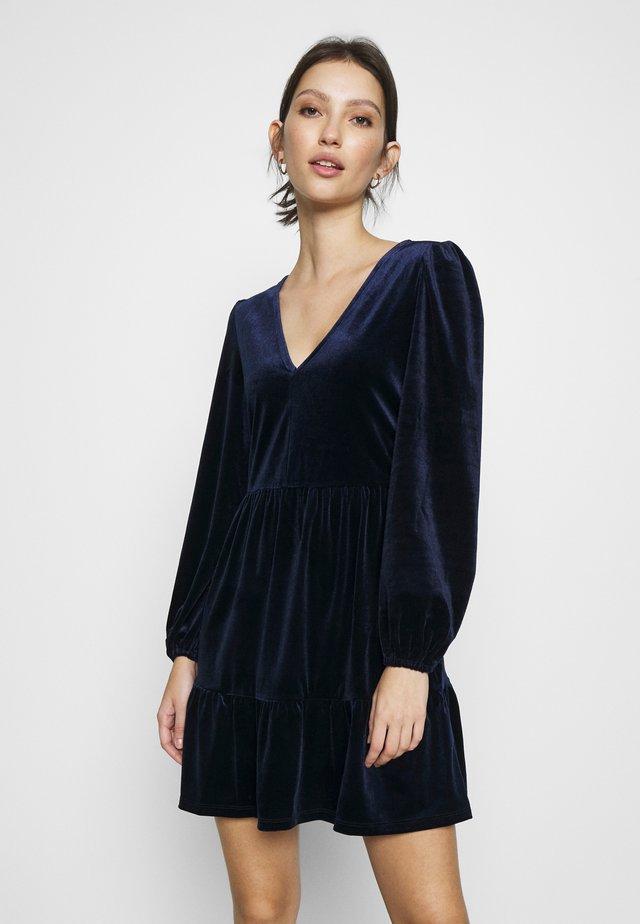 MIDNIGHT SMOCK DRESS - Denní šaty - blue