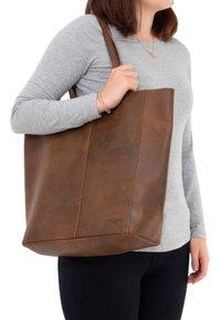 Gusti Leder - Tote bag - brown - 0