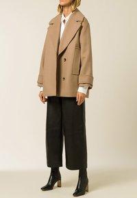 IVY & OAK - CARLY - Short coat - camel - 2