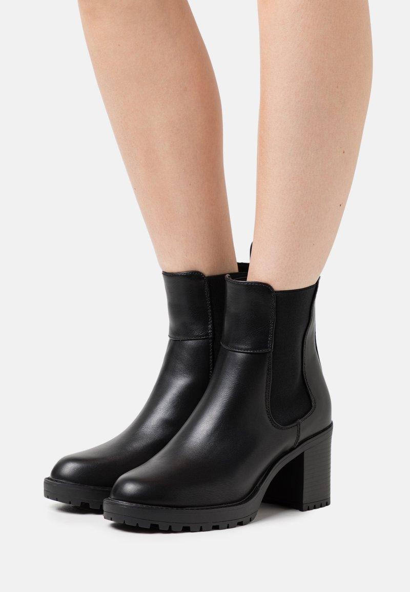 ONLY SHOES - ONLBARBARA CHELSEA BOOTIE  - Enkellaarsjes met plateauzool - black