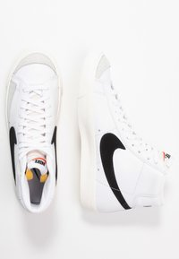 Nike Sportswear - BLAZER MID '77 - Sneakers high - white/black/sail blanc - 6