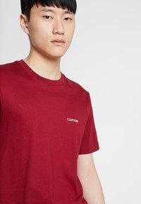 Calvin Klein - CHEST LOGO - Basic T-shirt - red - 3