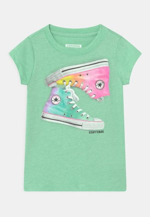 OMBRE CHUCKS - Print T-shirt - green glow