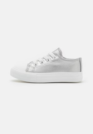 CLASSIC LACE UP TRAINER - Trainers - silver metallic