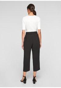 s.Oliver BLACK LABEL - REGULAR CULOTTE MIT ZIERNAHT - Trousers - black - 2