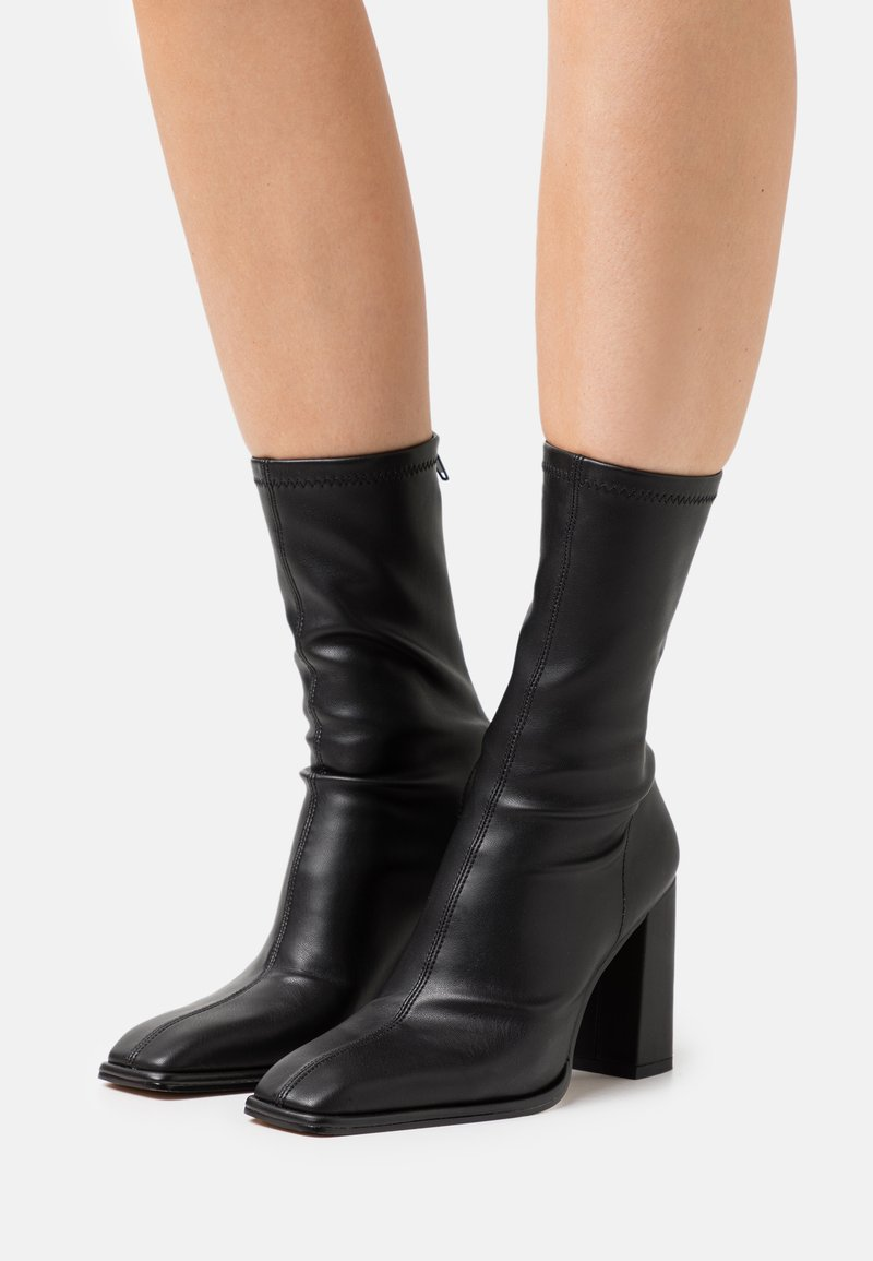 NA-KD - SQUARED TOE SOFT BOOTS - Bottes - black