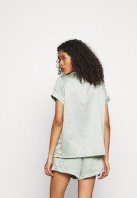 Loungeable - TRADITIONAL SHORT SLEEVE SHIRT  - Pyjama - green - 2