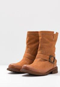 Felmini Wide Fit - GREDO - Cowboy/biker ankle boot - cognac - 4