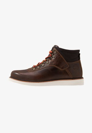 NEWMARKET MID BOOT - Snørestøvletter - dark brown full grain