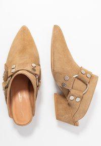 L37 - ON & ON - Pantolette hoch - brown - 3