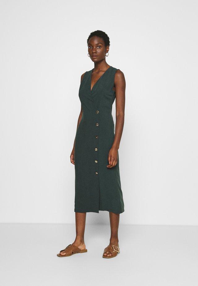 TARIA DRESS - Sukienka etui - green
