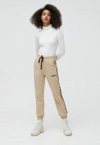 PULL&BEAR - Teplákové kalhoty - beige - 1