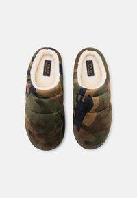 Polo Ralph Lauren - SUTTON SCUFF - Slippers - olive/orange - 3