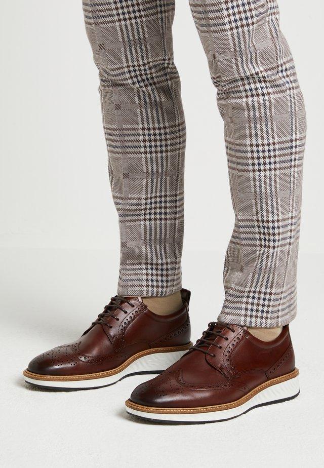 ST.1 HYBRID - Volnočasové šněrovací boty - cognac