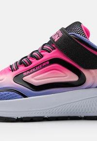 Skechers Performance - GO RUN CONSISTENT UNISEX - Chaussures de running neutres - black/multicolor - 5