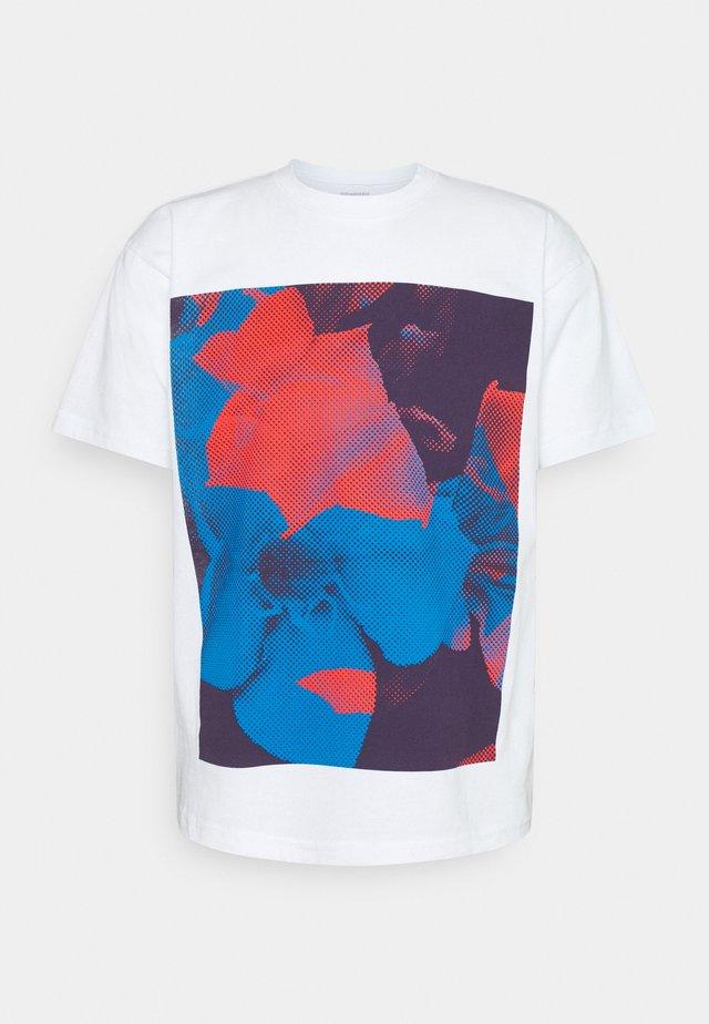 POWER AND EQUALITY - Camiseta estampada - white