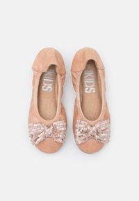 Cotton On - KIDS PRIMO BALLET FLAT - Ballet pumps - rose gold shimmer - 3