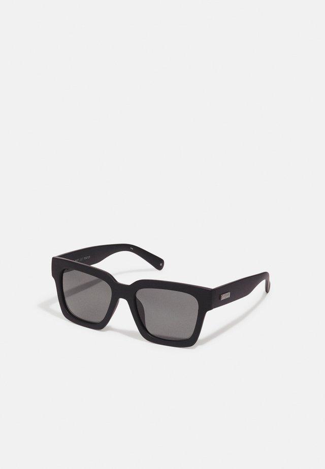 WEEKEND RIOT - Occhiali da sole - black