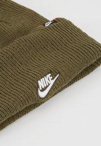 Nike Sportswear - CUFFED BEANIE - Gorro - medium olive - 5