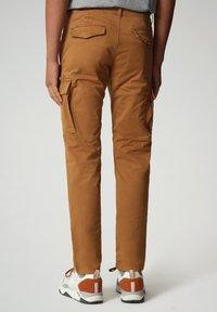 Napapijri - MOTO - Cargo trousers - chipmunk beige - 1