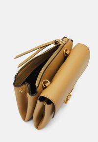 Coccinelle - ARLETTIS - Handbag - warm beige - 5