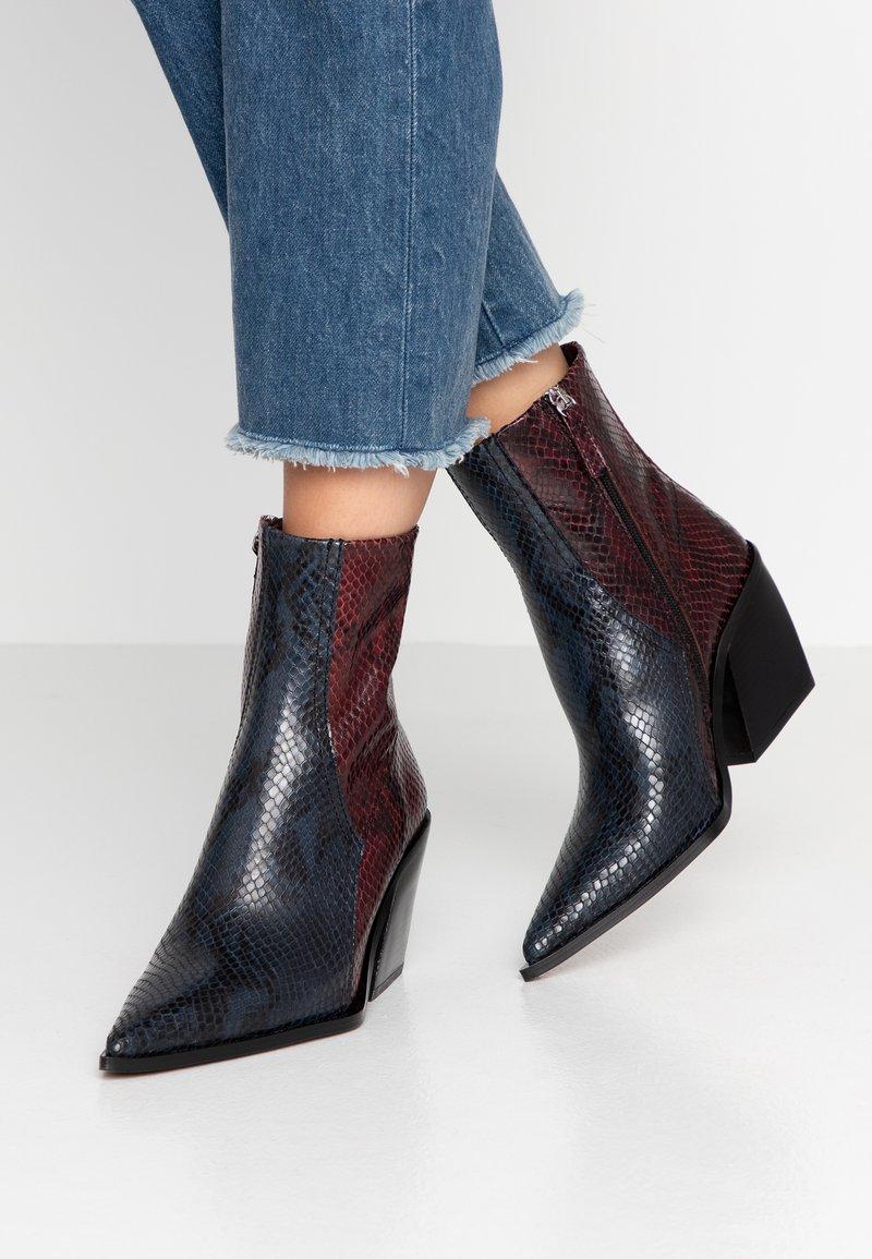 Topshop - HONOUR WESTERN - Cowboy/biker ankle boot - blue