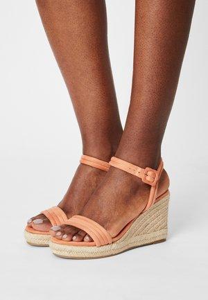 LOUISA - Sandalen met plateauzool - orange