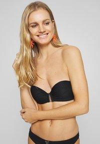 Boux Avenue - MADIERA DECO BALCONETTE - Top de bikini - black - 3