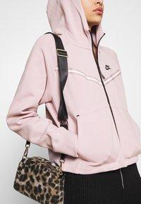 Nike Sportswear - Zip-up sweatshirt - champagne/black - 4